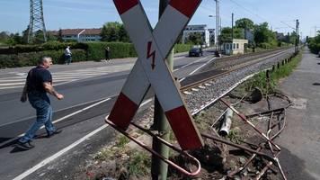 deutsche bahn baut unfallträchtigen Übergang in nied um
