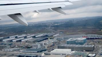 Stuttgart: Chef der Fluglärmkommission für Test neuer Route