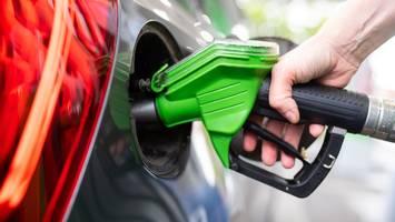 wo lohnt es sich? - bis zu 34 cent pro liter sparen! in diesen nachbarländern tanken sie jetzt günstiger
