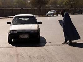 ausland stoppt hilfe: afghanistans wirtschaft kollabiert