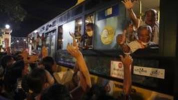 myanmar: militärjunta lässt tausende gefangene frei