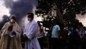 la palma: inselbewohner beten für ein ende des ausbruchs