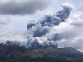 Giftige Gase bedrohen Region: Vulkan Aso in Japan bricht spektakulär aus