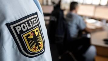 Paramilitärische Einheit: Ex-Bundeswehrsoldaten sollen Söldnertruppe geplant haben