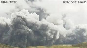 warnung am mount aso: vulkanausbruch im südwesten japans