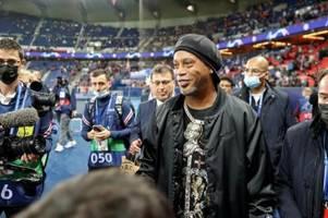 Brasilianische Magie - Messi freut sich über Ronaldinho