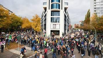 demonstration: tausende fordern in berlin besseren klimaschutz