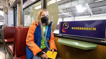 Impf-Express in Frankfurt: Corona-Impfung in Straßenbahn