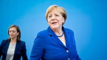 Scheidende Bundeskanzlerin - In großem Interview offenbart Merkel, was mit ihren getragenen Blazern passiert