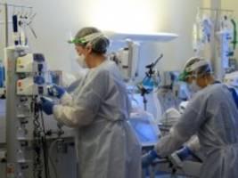 Pandemie: Zahl der Corona-Neuinfektionen steigt rasant