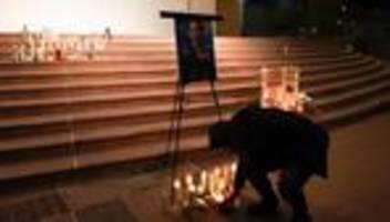 Trauerfeier von Halyna Hutchins: Kollegen der getöteten Kamerafrau nehmen Abschied