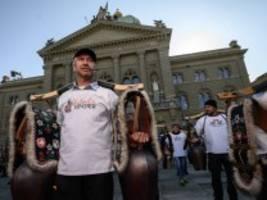 Schweiz: Großer Protest gegen Corona- Maßnahmen
