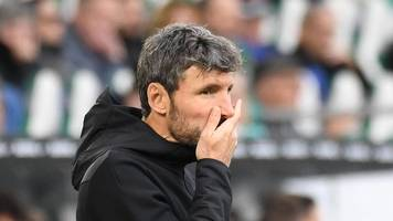 VfL Wolfsburg trennt sich von Trainer Mark van Bommel