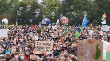 klimademo vor dem reichstag gestartet