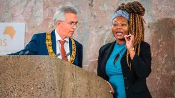 Aufregung um Friedenspreis: Grünen-Politikerin stürmt Bühne