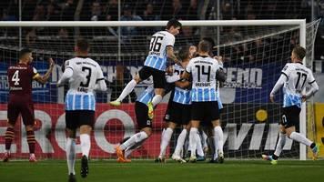 Pokalabend: 1860 München ringt Schalke in Überzahl nieder