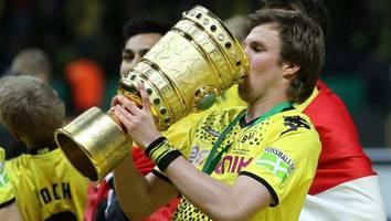 Strafverfahren wurde eingeleitet - Nach Pleite in Dortmund: Ingolstadt-Fans klauen DFB-Pokal-Kopie aus Großkreutz-Lokal